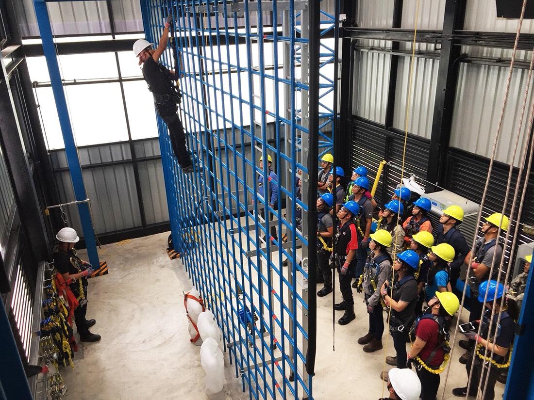 หลักสูตร ความปลอดภัยในการทำงานในสถานที่ที่มีอันตรายจากการตกจากที่สูง วัสดุกระเด็น ตกหล่น การพังทลาย