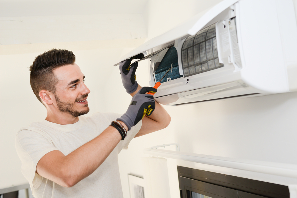 หลักสูตร ช่างซ่อมบำรุงและการดูแลรักษาเครื่องปรับอากาศ (ล้างแอร์)